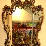 Красивое настенное зеркало
