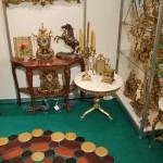 Журнальный стол и предметы интерьера